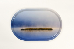 "Bricka ""Vass i dimma""/""Misty reed""44 x 28 cm (oval)Pris: 300 kr"